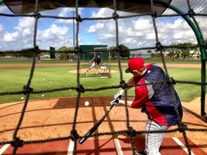 Chris Parmelee taking BP